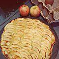Tarte fine légère aux pommes sur lit d'amandes