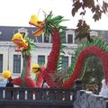 Dragons de fleurs sur la place Ly Thai To