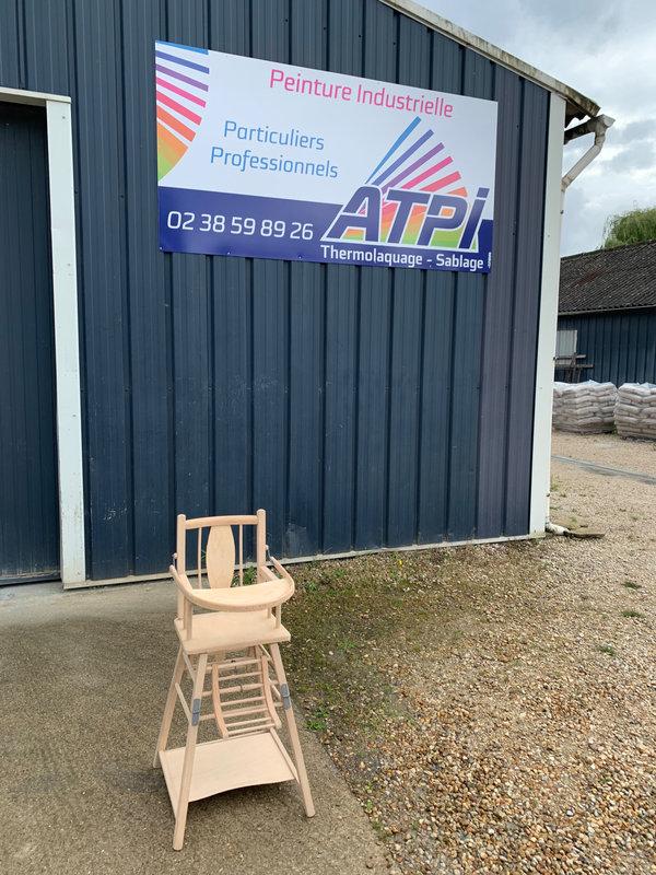Chaise haute bébé décapée (de face) ATPI