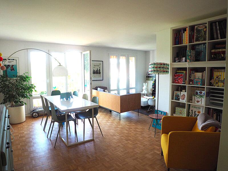 decoration-salon-tapisserie-au-fil-des-couleurs-papier-peint-ma-rue-bric-a-brac