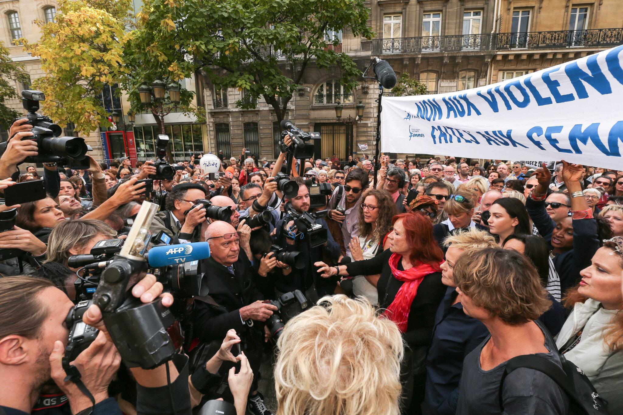 Violences conjugales : des centaines de personnes rassemblées à l'appel de Muriel Robin. © Michel Stoupak. Sam 06.10.2018.