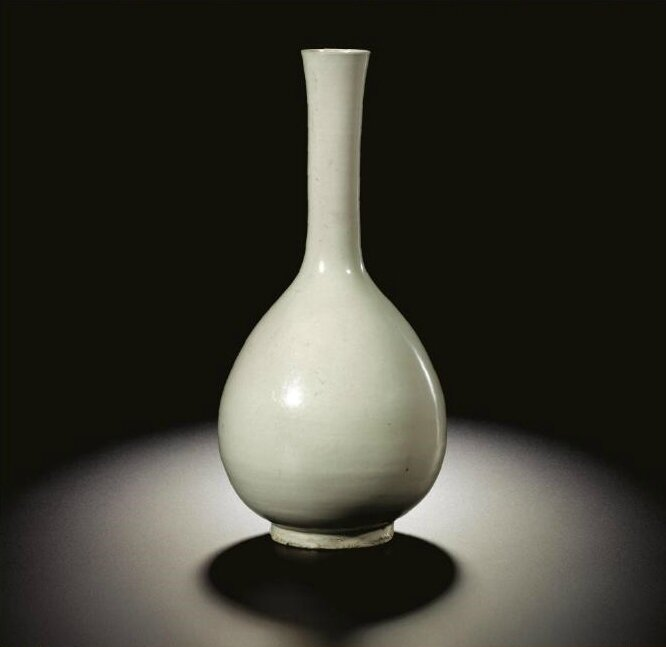 An extremely rare 'Ding' bottle vase, Northern Song-Jin dynasty (960-1234)