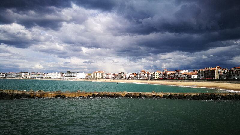 Saint-Jean-de-Luz, grande plage et nuages