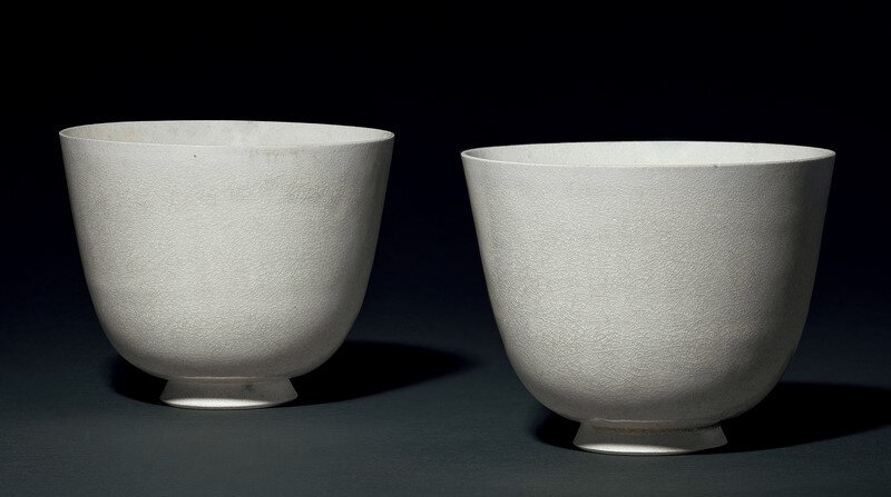 A pair of rare white-glazed deep cups, Sui dynasty (581-618)