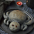 Pain noir au charbon actif façon araignée #vegan #halloween