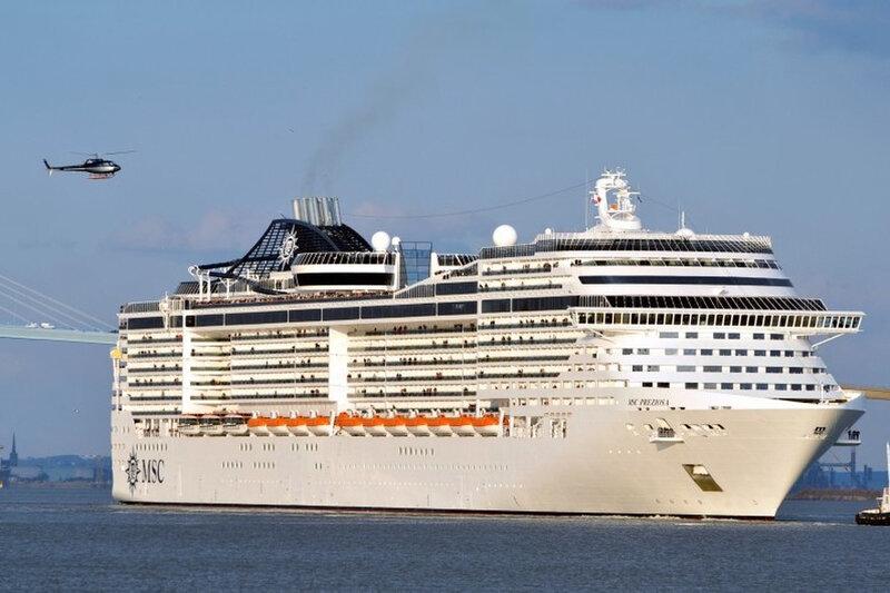 7782802321_le-navire-de-croisiere-preziosa-le-14-mars-2013