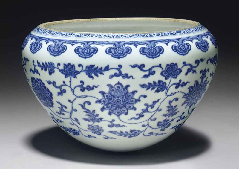 2011_NYR_02427_1678_000(a_rare_and_unusual_large_blue_and_white_alms_bowl_qianlong_period)
