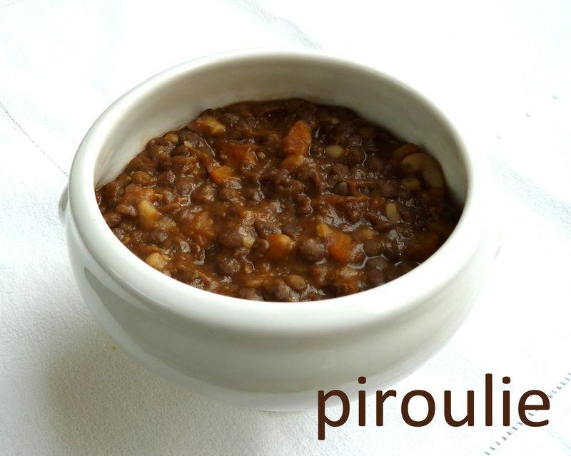Plat ou soupe végétarienne de lentilles au cumin et au ...