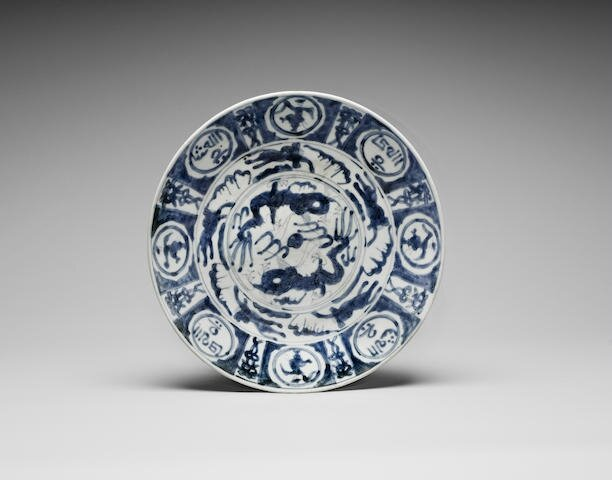A Zhangzhou blue and white charger, Late Ming Dynasty