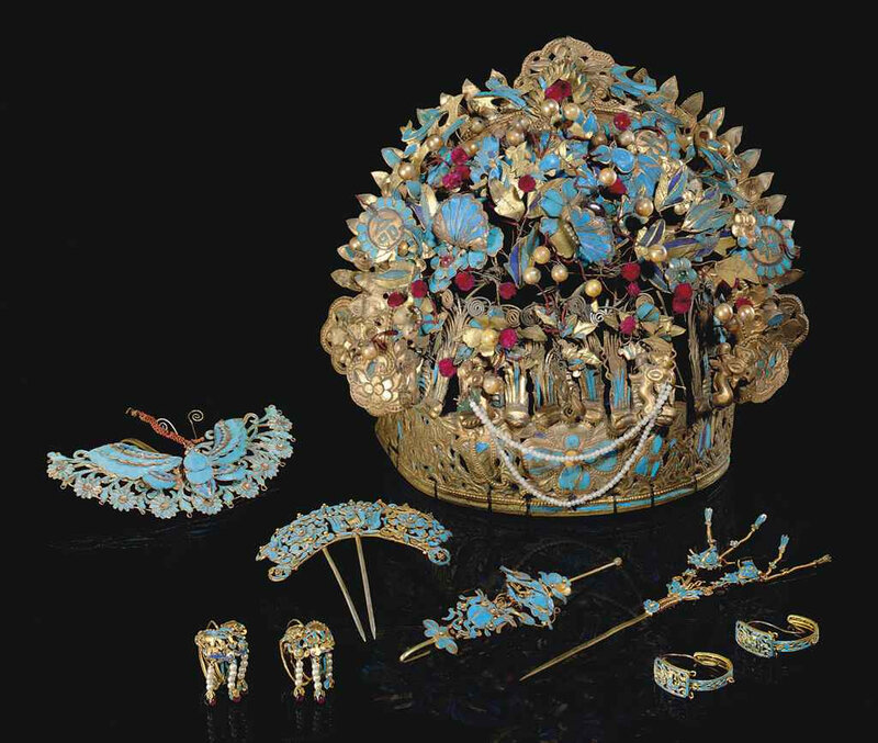2011_NYR_02518_1230_000(a_group_of_kingfisher_feather-embellished_gilt-metal_ornaments_qing_dy)