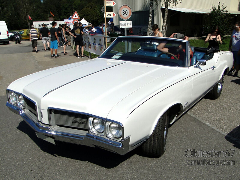 Oldsmobile Cutlass Supreme convertible-1970-01