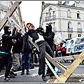 Nantes: un mannequin à l'effigie de macron pendu, lrem dénonce un