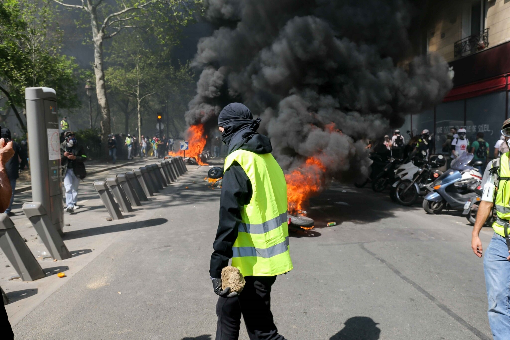 Gilets jaunes : 27.900 manifestants en France, incidents à Paris. © Michel Stoupak. Sam 20.04.2019, 13h44m28.