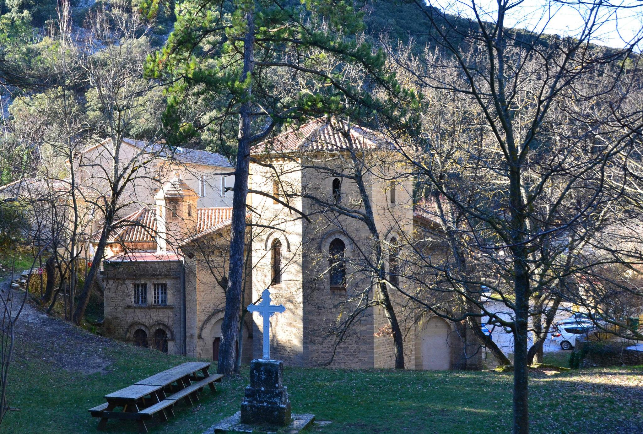 L'ermitage Saint Gens et sa source.
