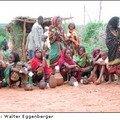 Le peuple Borana : Femmes vendant du lait