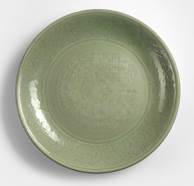 A large Longquan celadon plate, Yuan-early Ming dynasty