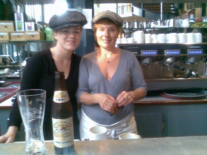 Jess & Mumu, deux Ambassadrices de charme-sourire à la Halle St