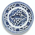 A blue and white 'fish' charger