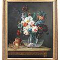 Anne vallayer-coster (paris 1744 - paris 1818), bouquet de fleurs dans un vase de cristal avec sa cuvette, et fruits posés sur l