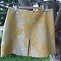 Jupe courte version soyeuse : recyclage d'un vieux rideau ?