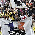 Paris : des milliers d'artisans et commerçants dans la rue