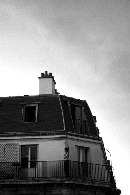 Un homme sur les toits
