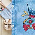 Une chemise en jean brodée au point de croix