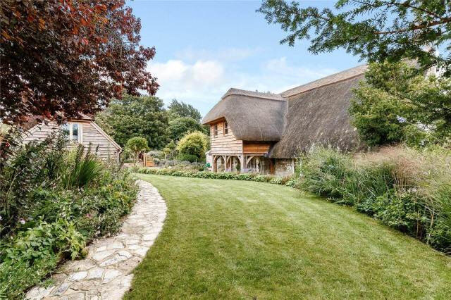 thatched-cottage-goals-english-cottage-garden