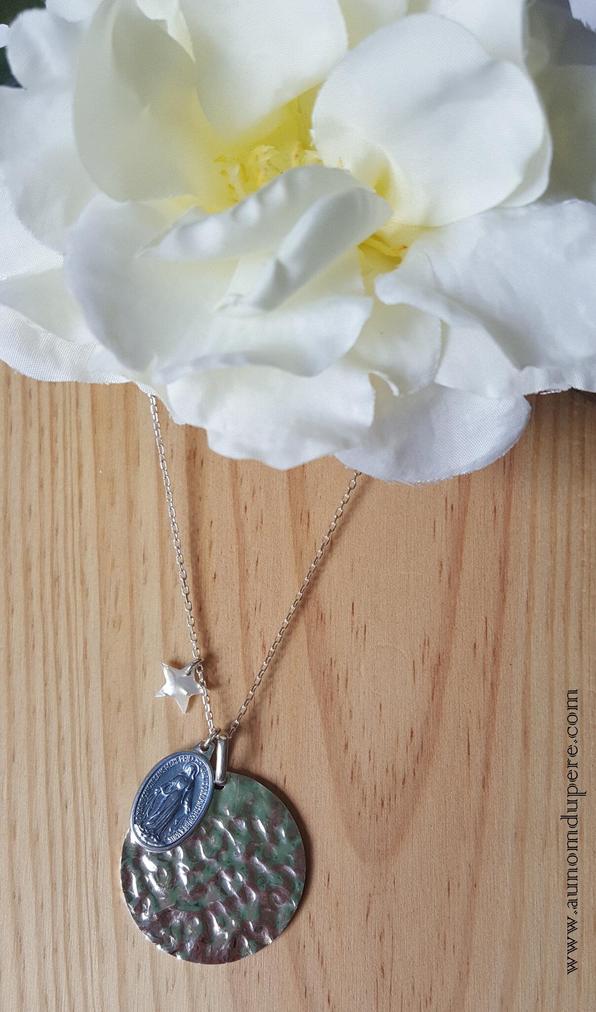 Sautoir de la médaille miraculeuse GM (bleu clair) - 69 € sur chaîne 80 cm ; 64 € sur chaîne 60 cm