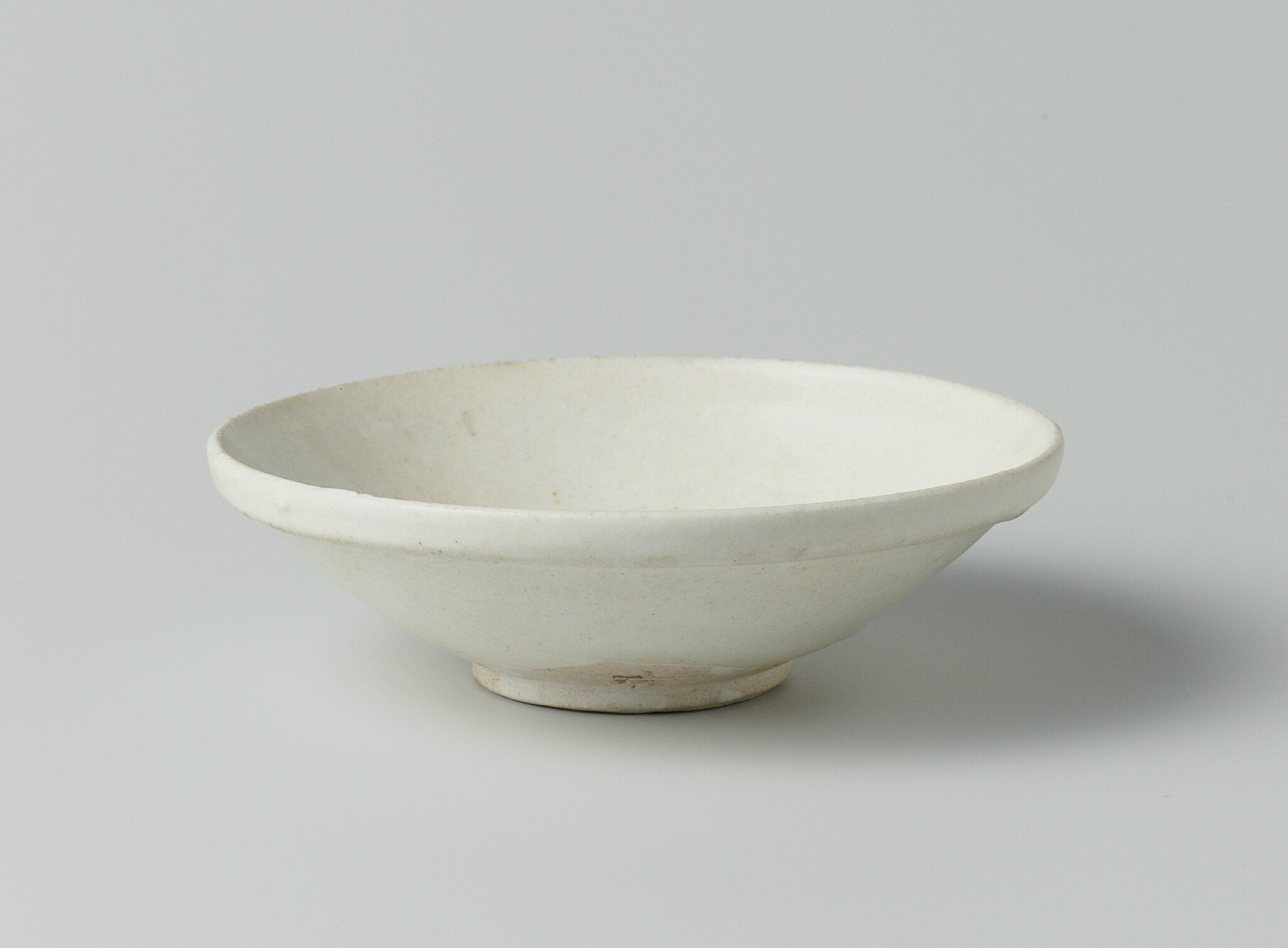 Shallow bowl, Tang dynasty, 618-907