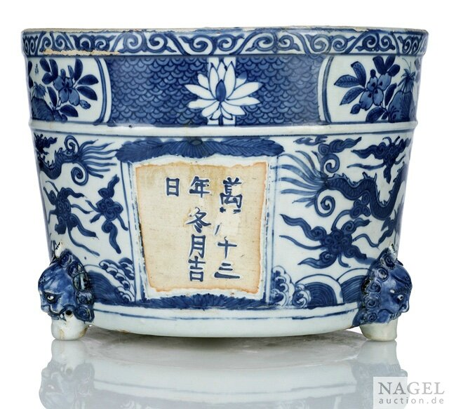 A rare dated blue and white dragon porcelain cachepot, China, dated wan(li) shisannian dongyue jiri (1585) and of the period