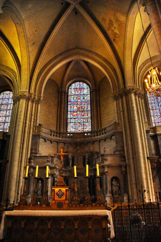 Le vitrail de la Crucifixion de la cathédrale de Poitiers – Aliénor d'Aquitaine, Henri Plantagenêt - Thibaud V de Blason et Valence de Mauzé (7)