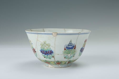 Clashing-color bowl with the design of eight treasures and lotus flowers, Chenghua period (1465-1487)