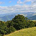 Larrau et la Soule, au loin, le Massif du Pic d'Anie...