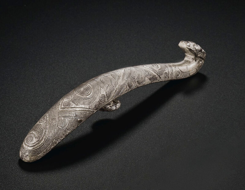 2019_NYR_18338_0538_002(an_engraved_silver_garment_hook_late_warring_states-western_han_dynast)