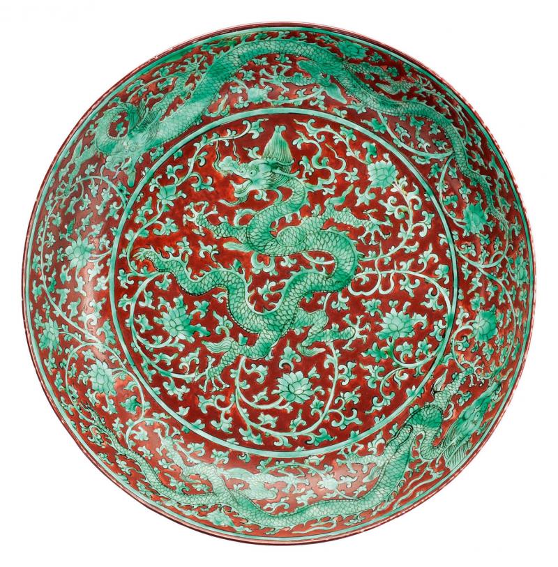 Fine underglaze iron red and green dragon dish. China, Zhengde mark and period. Photo AUKTIONSHAUS KAUPP GMBH