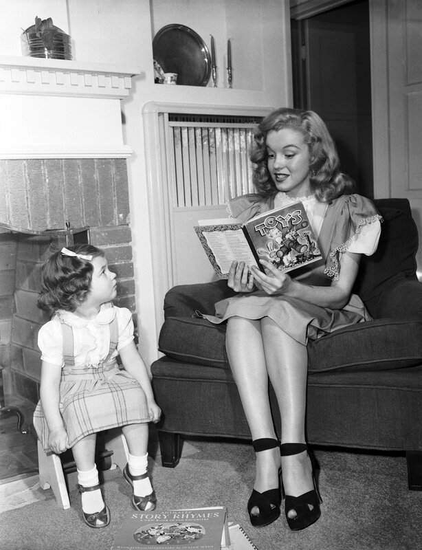 1947-05-baby_sitter_sitting-with_roy_metzler_daughter_joanne-by_david_cicero-010-1