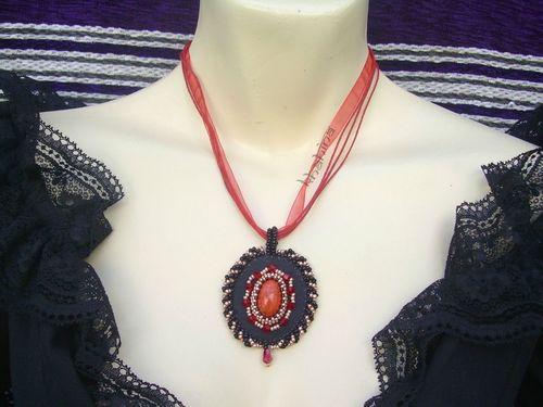 Medaillon rouge/cuivre/noir