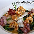Soles à la vapeur sur lit d'épinards et crevettes, sauce safran