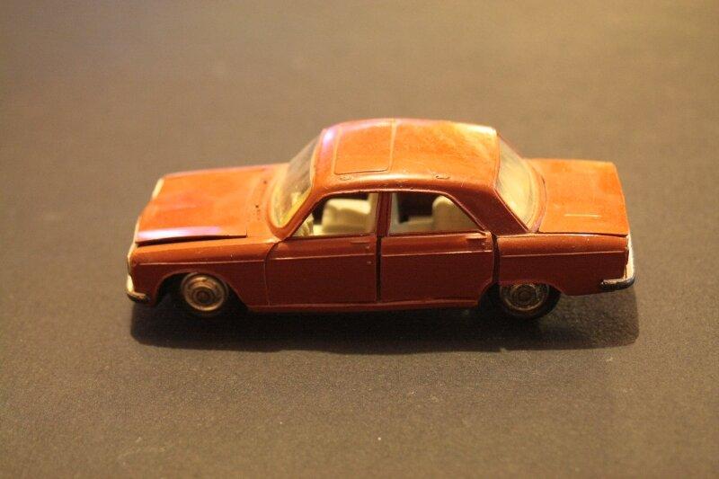 089_Peugeot 304 berline_01