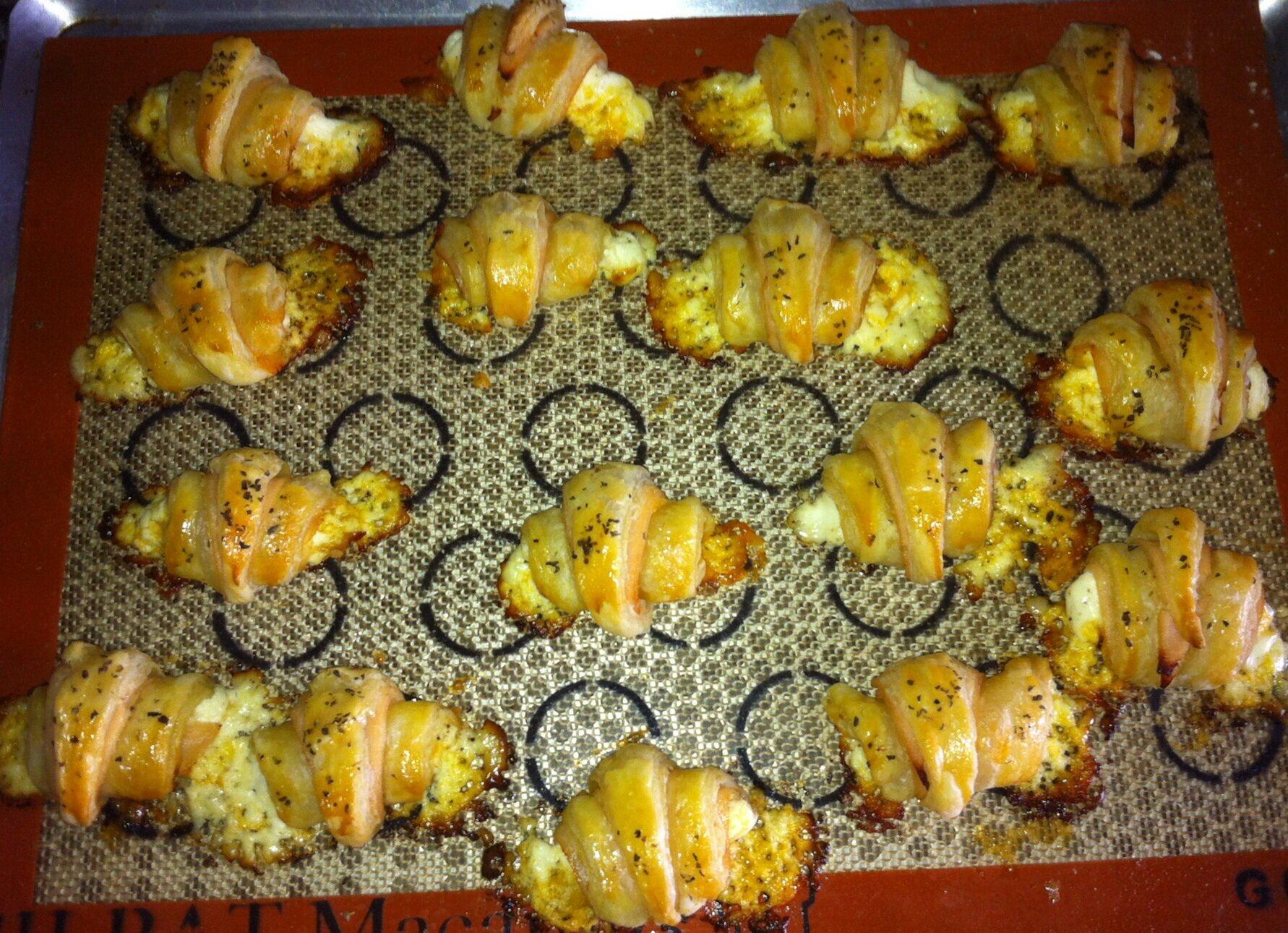 Mini croissants au poulet et au cheddar