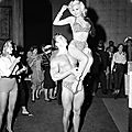 jayne_bikini_leopard-1956-10-30-LA_paramount_sunset_studio-with_mickey-by_dave_cicero-1