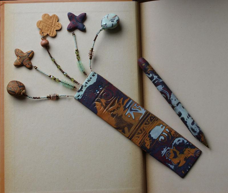 Marque page et stylo assortis couleurs bleutées