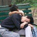 En dormant dans le parc