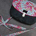 Un petit sac en cuir et coton, type cartable!