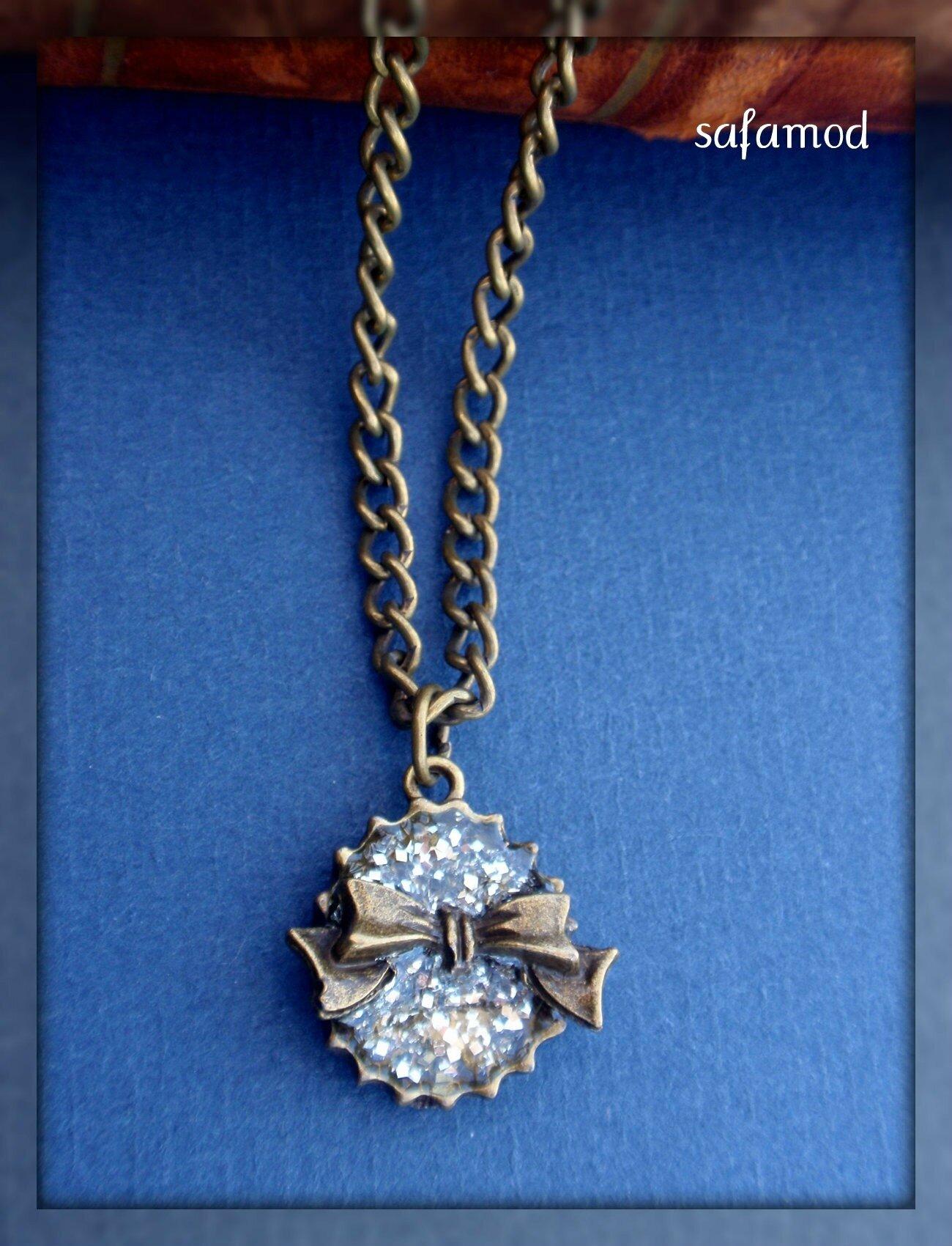 collier-collier-pendentif-capsule-resine-a-3440491-p4020339-ec4a3_big