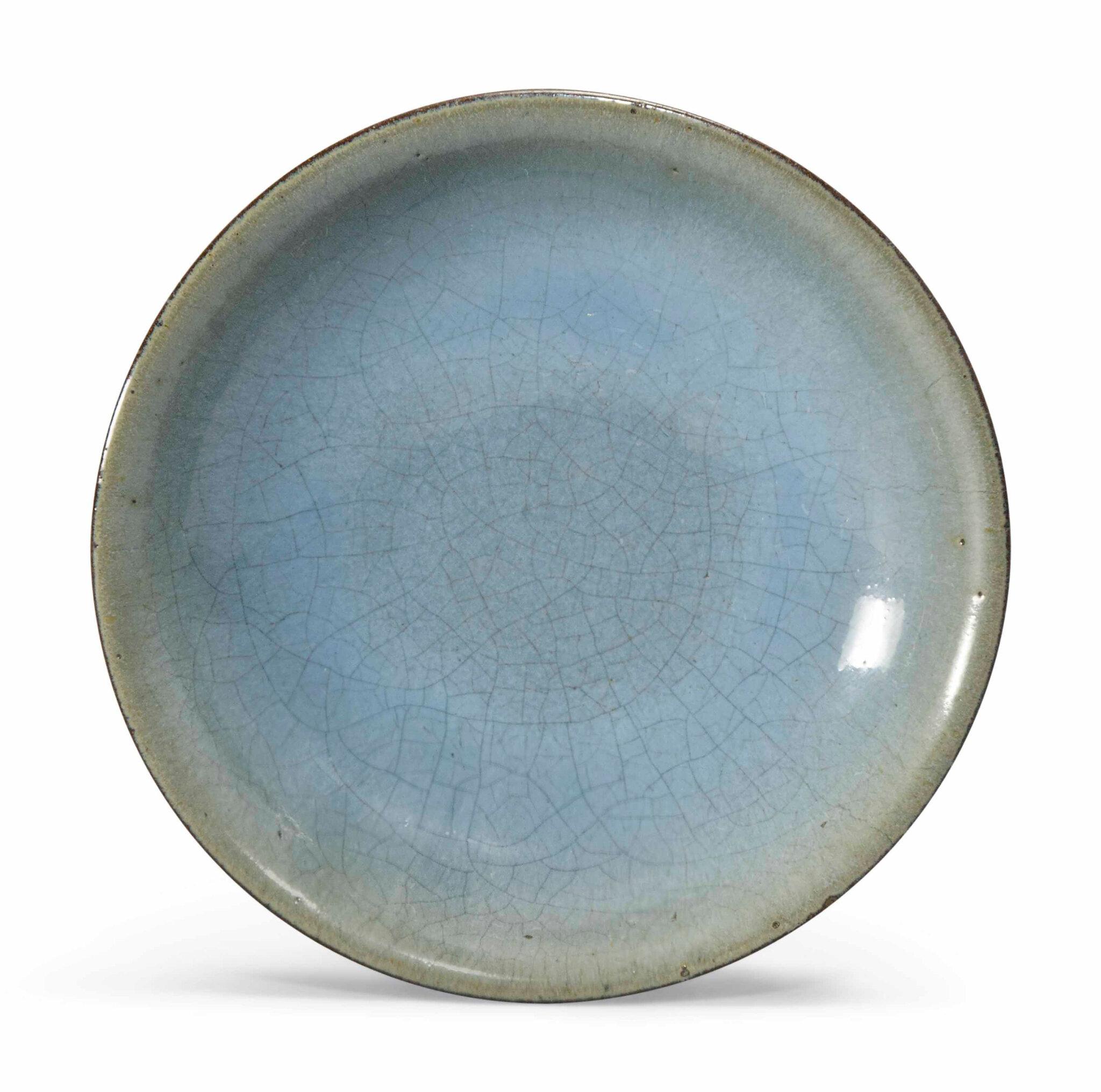 A smallJun-glazed saucer dish, Song dynasty (960-1279)