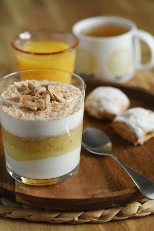 Verrine yaourt grec, crème au citron, banane, noix de coco_9
