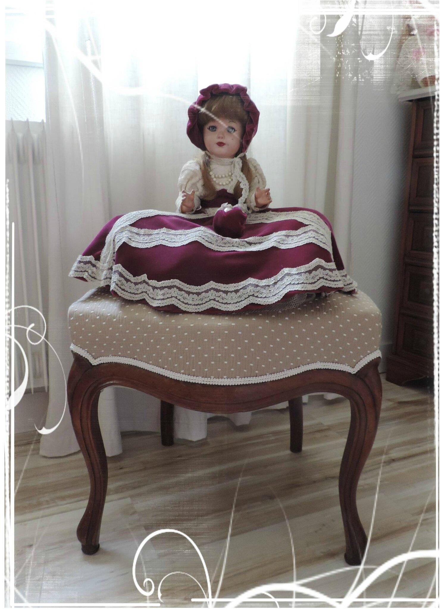 Une fois relooké il a retrouvé sa place & ma poupée dans ma chambre.