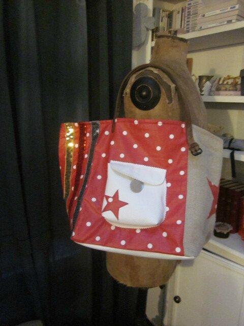 Sac FELICIE n°37 en lin et coton enduit rouge à pois - poche en simili cuir blanc - anciennes sangles militaires (4)